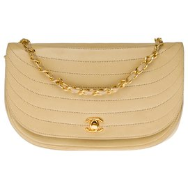 Chanel-Lovely Chanel Classique demi-lune bag in beige quilted leather, garniture en métal doré-Beige