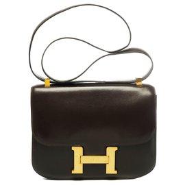 Hermès-Splendid Hermès Constance bag 23 In brown box leather, garniture en métal doré-Brown