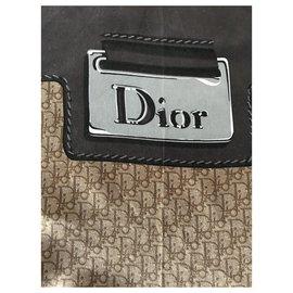 Dior-Echarpes-Marron