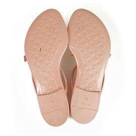 Louis Vuitton-Louis Vuitton Pink Jelly Rubber SeaStar Thong Sandals Flats Beach Wear sz 39-Pink