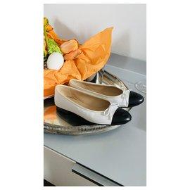 Chanel-Ballet flats-Black,White
