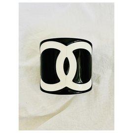 Chanel-Vintage 2008 CC plastic cuff-Black,White