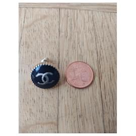 Chanel-Chanel logo earrings-Black