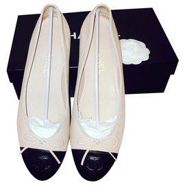 Chanel-Chanel Ballerinas-Black,Beige