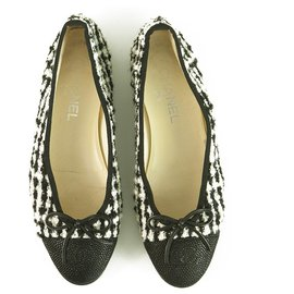 Chanel-Chanel Black & White Tweed & Leather Cap Toe Ballet Flats Ballerina shoes sz 38.5-Black,White