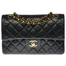 Chanel-The highly sought after Chanel Timeless bag 23cm with lined flap in black quilted leather, garniture en métal doré-Black