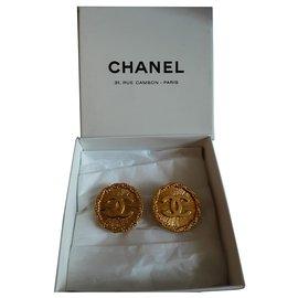 Chanel-Chanel. Clip earrings.-Gold hardware