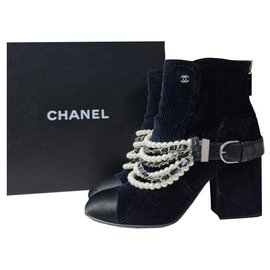 Chanel-Chanel Navy Black Chest Velvet Cap Toe Pearl Chain Ankle Boots/Booties Sz.38,5-Black