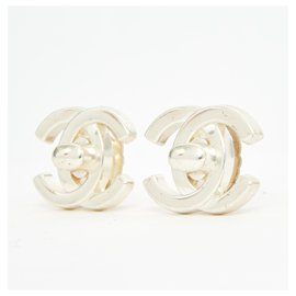Chanel-SILVER TURNLOCK CC CLIP M-Silvery