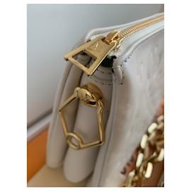 Louis Vuitton-Bolsa Coussin pm-Cru