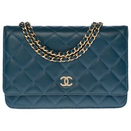 Chanel-Lovely Chanel Wallet On Chain (WOC) in blue quilted leather, garniture en métal doré-Blue