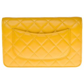 Chanel-Lovely Chanel Wallet On Chain (WOC) in buttercup yellow quilted leather, Garniture en métal argenté-Yellow