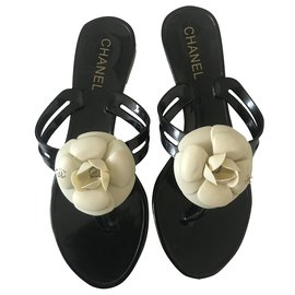Chanel-Thong Jelly Camellia Sandals-Black,Cream