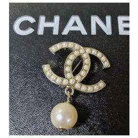 Chanel-Chanel Metal Gold CC Charm Pearl Chain Pin Lapel Brooch-Golden