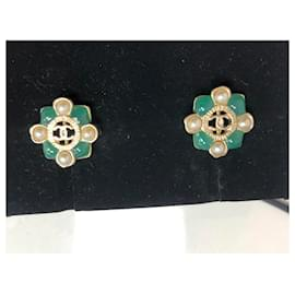 Chanel-Brinco Chanel-Gold hardware
