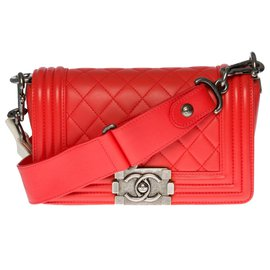 Chanel-Lovely Chanel Boy small model shoulder bag in red leather, antique silver metal trim-Red