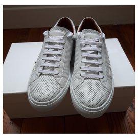 Givenchy-Urban street-White