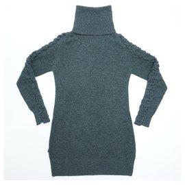 Blauer-Dresses-Grey
