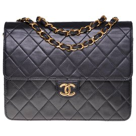 Chanel-Splendid Classic Chanel Bag 22cm in black quilted leather, garniture en métal doré-Black