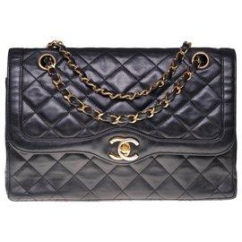 Chanel-Classic bag in black quilted lambskin, garniture en métal doré-Black