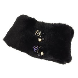 Chanel-lined CC Charm Pearl Rabbit Fur Scarf-Black