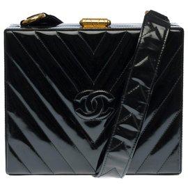 Chanel-Very Chic Chanel Vanity Case in black patent leather with herringbone, garniture en métal doré-Black