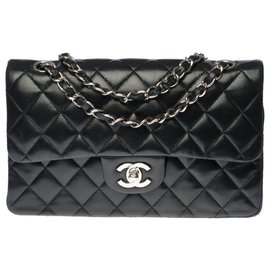 Chanel-The highly sought after Chanel Timeless bag 23cm in black quilted leather, Garniture en métal argenté-Black