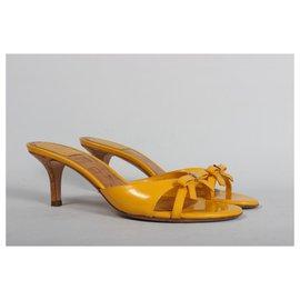 Dior-Des sandales-Jaune