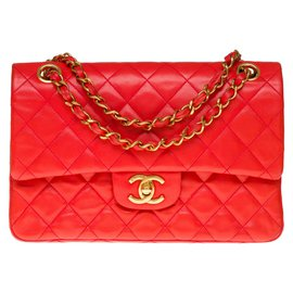Chanel-The highly sought after Chanel Timeless bag 23 in red quilted leather, garniture en métal doré-Red