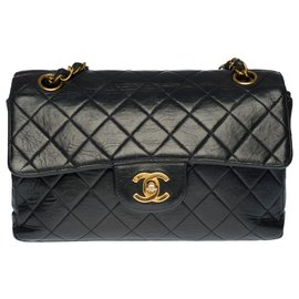 Chanel-Very RARE Chanel Timeless / Classique shoulder bag 22cm in black quilted leather with single lined side flap opening , garniture en métal doré-Black