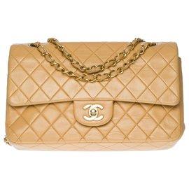 Chanel-Superb Chanel Timeless medium bag 25cm in beige quilted leather, garniture en métal doré-Beige