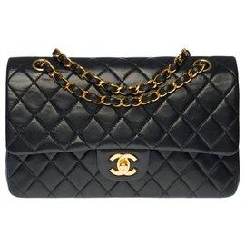 Chanel-Chanel Timeless Medium handbag in black quilted lambskin, garniture en métal doré-Black