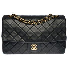 Chanel-Exceptional Chanel Classic Handbag 27 cm in black quilted leather, garniture en métal doré-Black