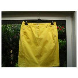 Burberry-Skirts-Yellow