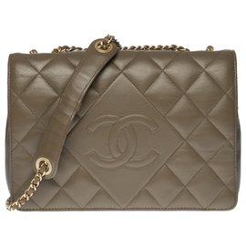 Chanel-Lovely Chanel Classique full flap bag in gray quilted leather, Garniture en métal argenté-Grey