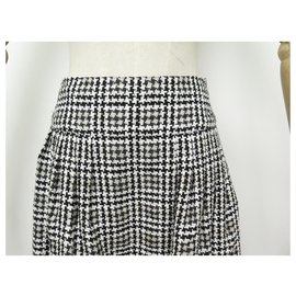 Chanel-NEW CHANEL HOUNDSTOOTH SKIRT S40607 M 38 IN BLACK & WHITE NEW SKIRT TWEED-Other