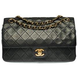Chanel-Chanel Timeless / Classique Medium handbag in black quilted leather, garniture en métal doré-Black