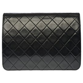 Chanel-Very chic Chanel Timeless Classic bag 22cm in black quilted lambskin, garniture en métal doré-Black