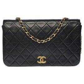 Chanel-Very chic Chanel Classique Full Flap bag in black quilted lambskin, garniture en métal doré-Black