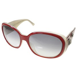 Chanel-Chanel Gray Camellia Tinted Sunglasses-Red,Grey