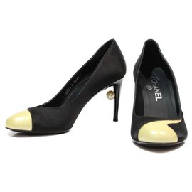 Chanel-CHANEL PUMPS IN BLACK SATIN WITH ECRU LACQUERED BOTTOM CC PEARL HEEL DETAIL-Black