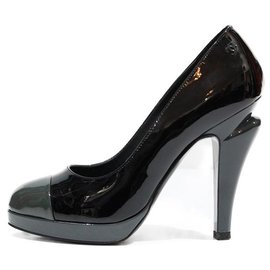 Chanel-CHANEL PUMPS IN BLACK PATENT LEATHER WITH HEEL BUTTONS AND GRAY PATENT LEATHER SKATE-Black