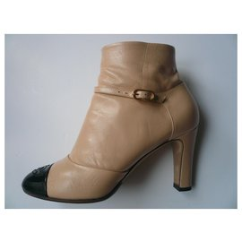 Chanel-CHANEL Two-tone beige and black calf leather boots very good condition T.38 It-Black,Beige
