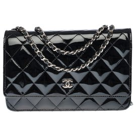 Chanel-Lovely Chanel Wallet on Chain shoulder bag (WOC) in black quilted patent leather, Garniture en métal argenté-Black