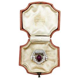 Cartier-Broche Cartier Art Déco en platine diamants et rubis étoilé.-Autre