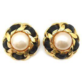 Chanel-VINTAGE CHANEL EARRINGS PEARLS AND LINKS GOLDEN METAL & BLACK LEATHER-Golden