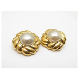 Chanel-VINTAGE EARRINGS CHANEL PERLES METAL DORE PEARLS GOLDEN EARRINGS-Golden
