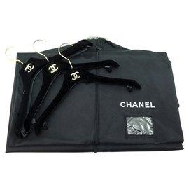 Chanel-LOT CHANEL 3 CINTRES + 1 HOUSSE EN TOILE NOIR PORTE VETEMENTS 3 HANGERS 1 COVER-Noir