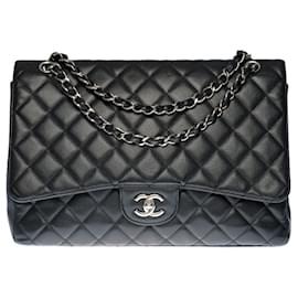 Chanel-The Majestic Chanel Timeless Maxi jumbo shoulder bag in black quilted grained leather, Garniture en métal argenté-Black