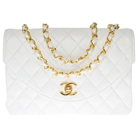 Chanel-Luminous Classic Chanel Bag 23cm with flap in white quilted leather, garniture en métal doré-White